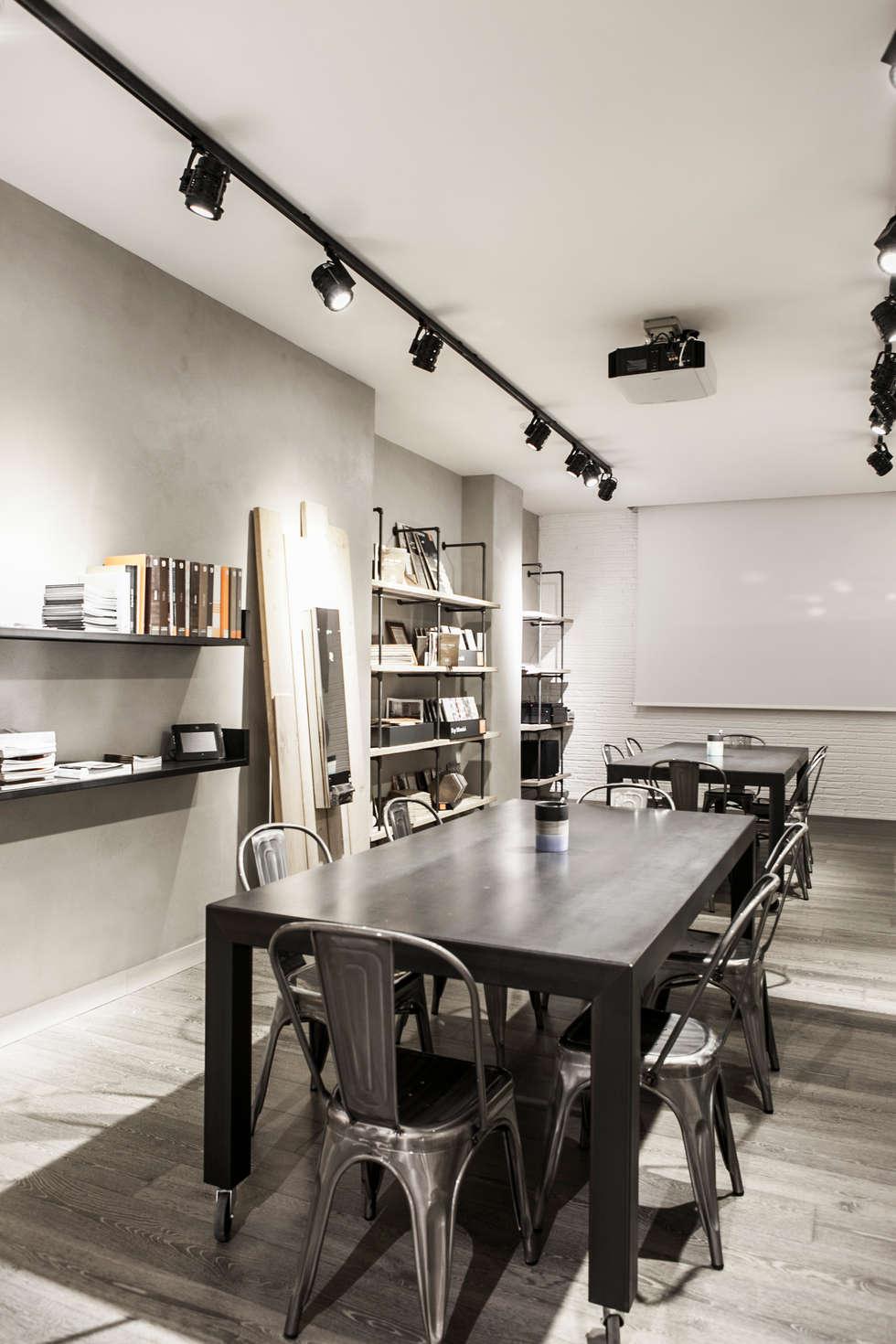 Showroom Hidrogea: Negozi & Locali commerciali in stile  di Officine Dasa srl