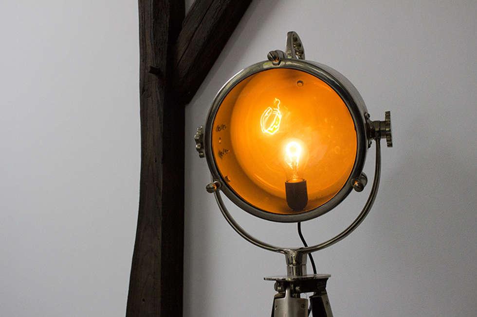 Stoere staande lamp: industriële woonkamer door binnenid | homify