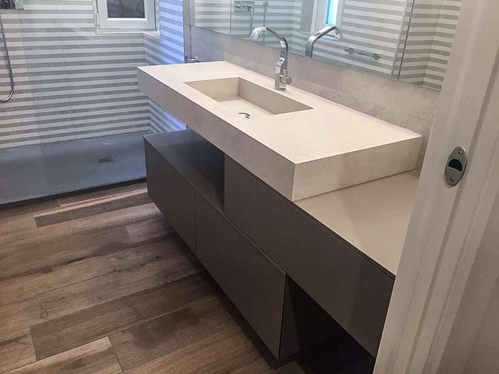 Trieste 2016: Bagno in stile in stile Minimalista di casa&stile interior design e ristrutturazioni