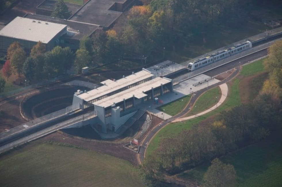S. Polo Parco Station: Studio in stile in stile Industriale di Studio Associato di architettura MBiM