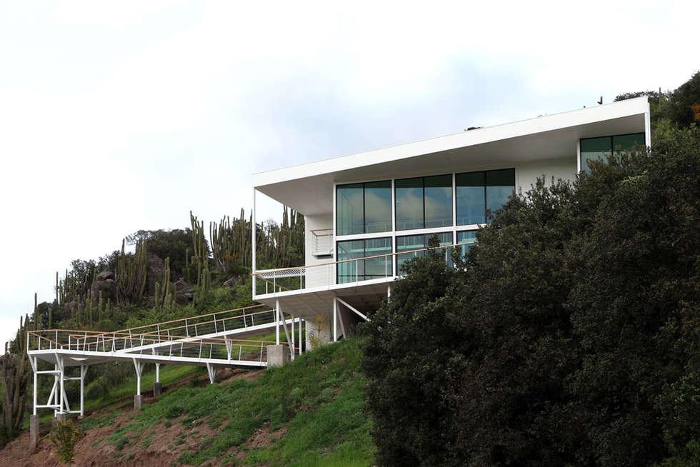 FACHADA Y RAMPAS: Casas de estilo mediterraneo por Directorio Inmobiliario
