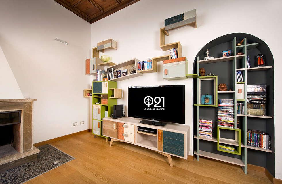 Soggiorno Tessuto Verde e legno di recupero con Nicchia: Soggiorno in stile in stile Industriale di Laquercia21