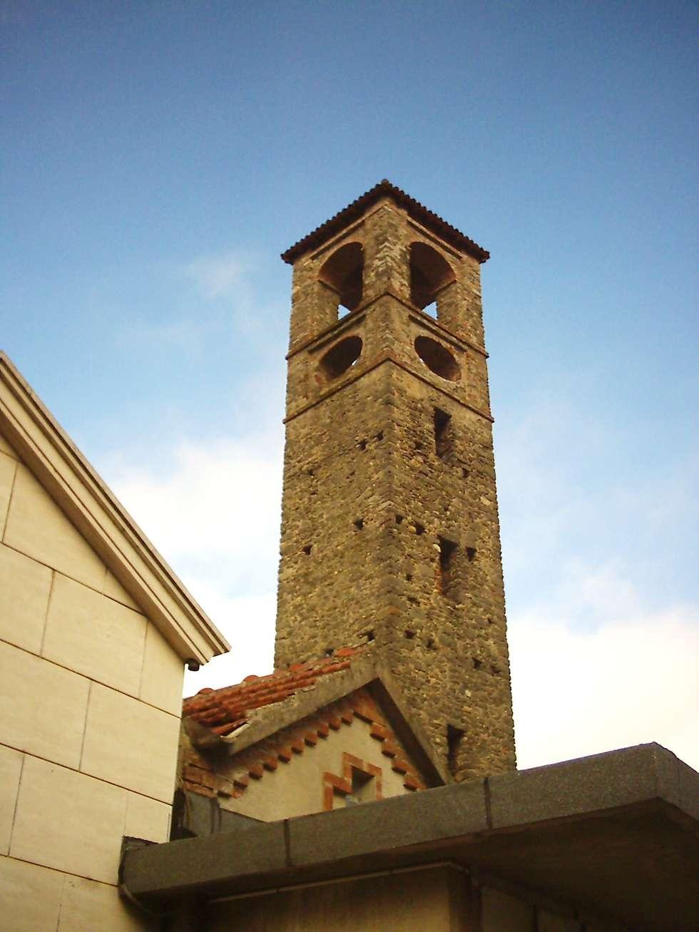 S. Colombano Tower: Case in stile In stile Country di Studio Associato di architettura MBiM