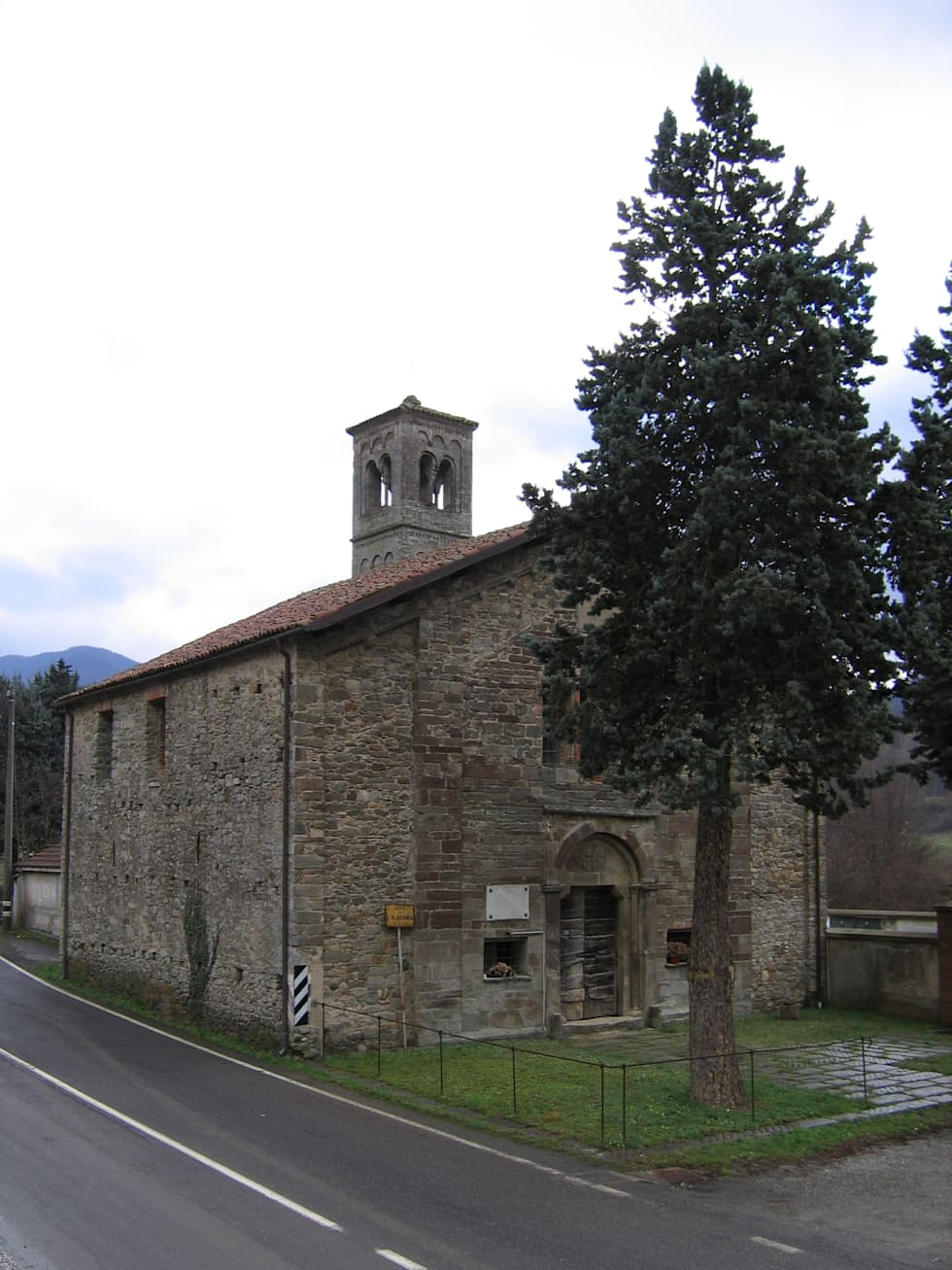 Assunta Church: Case in stile In stile Country di Studio Associato di architettura MBiM
