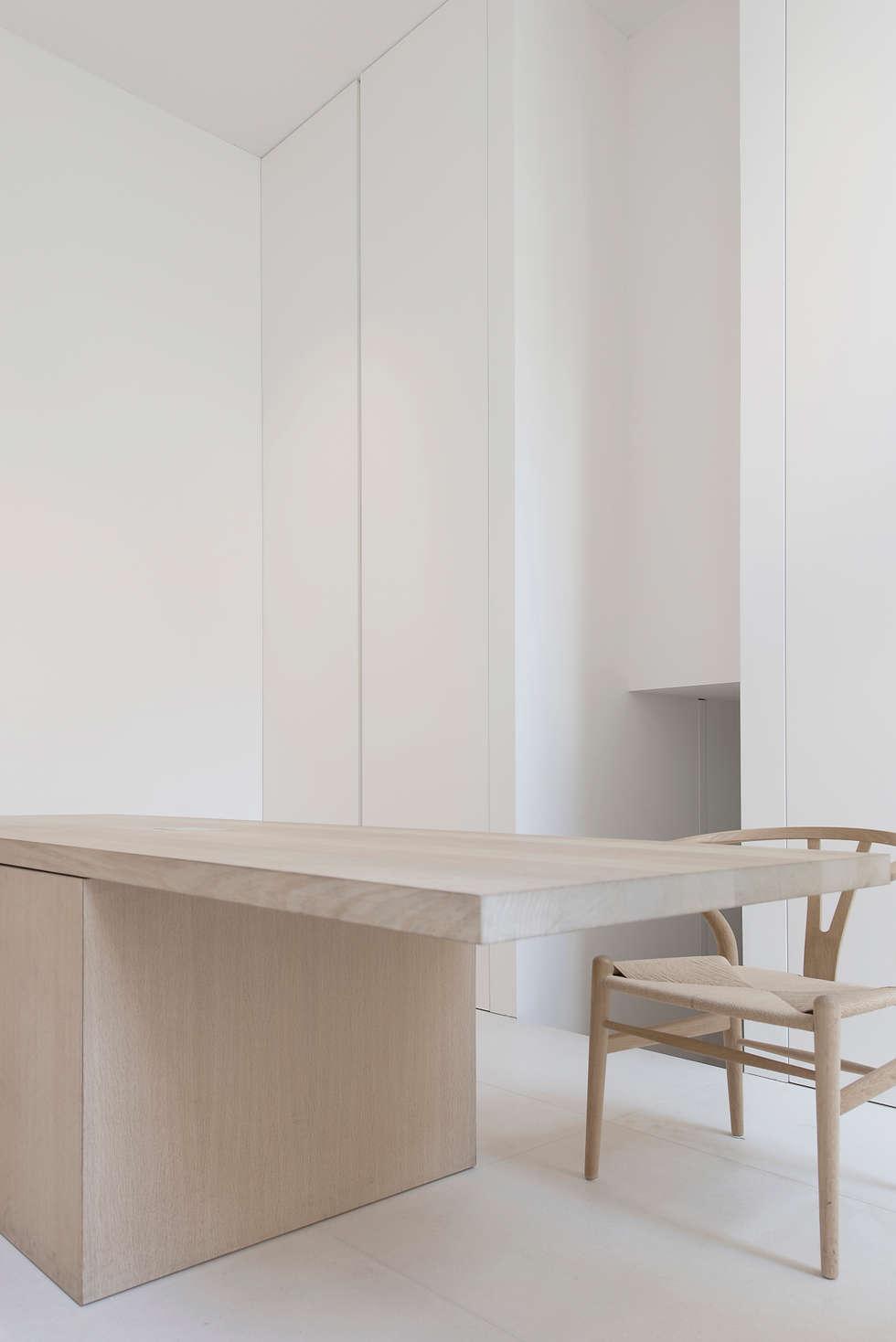 Office : minimalistische Studeerkamer/kantoor door Jen Alkema architect