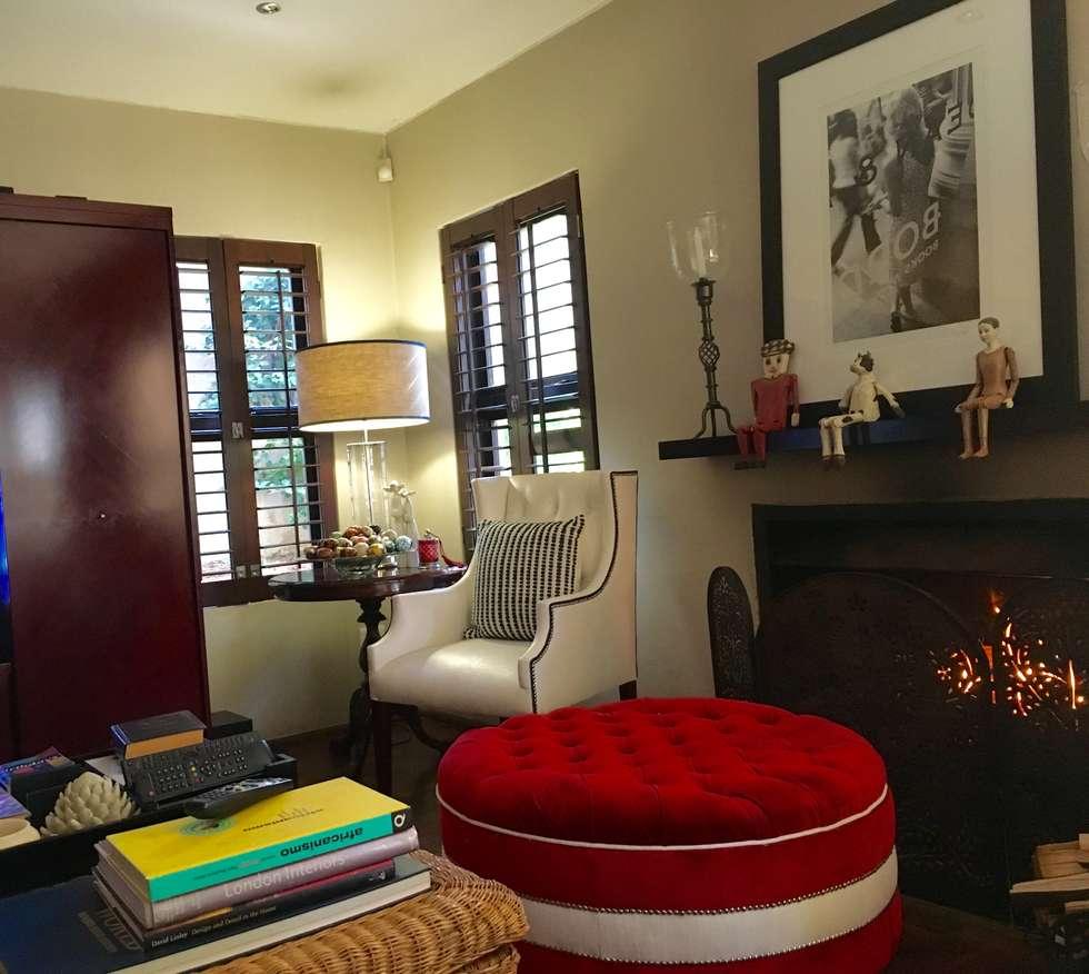Living area corner : eclectic Living room by CS DESIGN