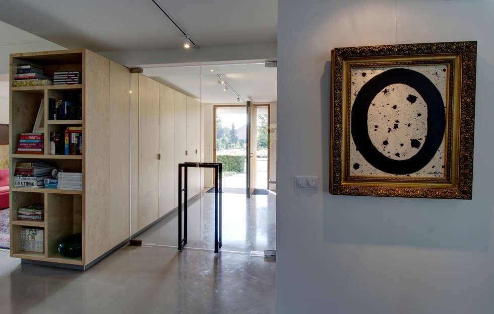 modern Corridor, hallway & stairs by CHORA architectuur | interieur