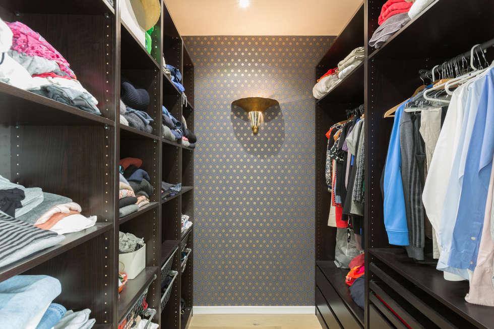 walk in closet de estilo por mon concept habitation homify. Black Bedroom Furniture Sets. Home Design Ideas