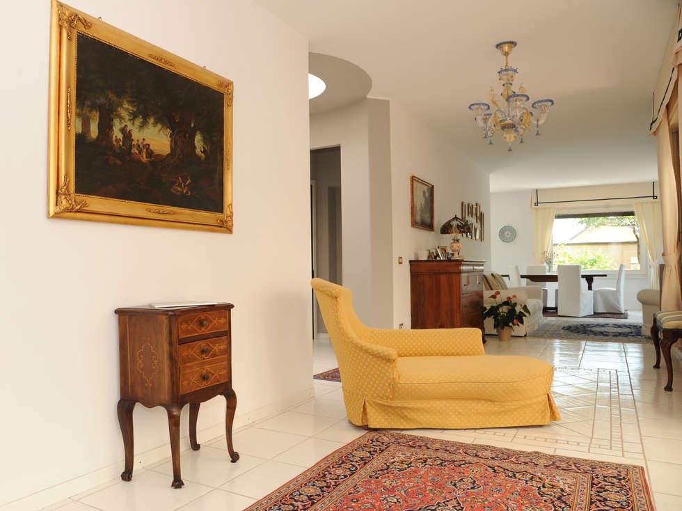 Casa di campagna soggiorno in stile in stile moderno di l for Casa stile moderno