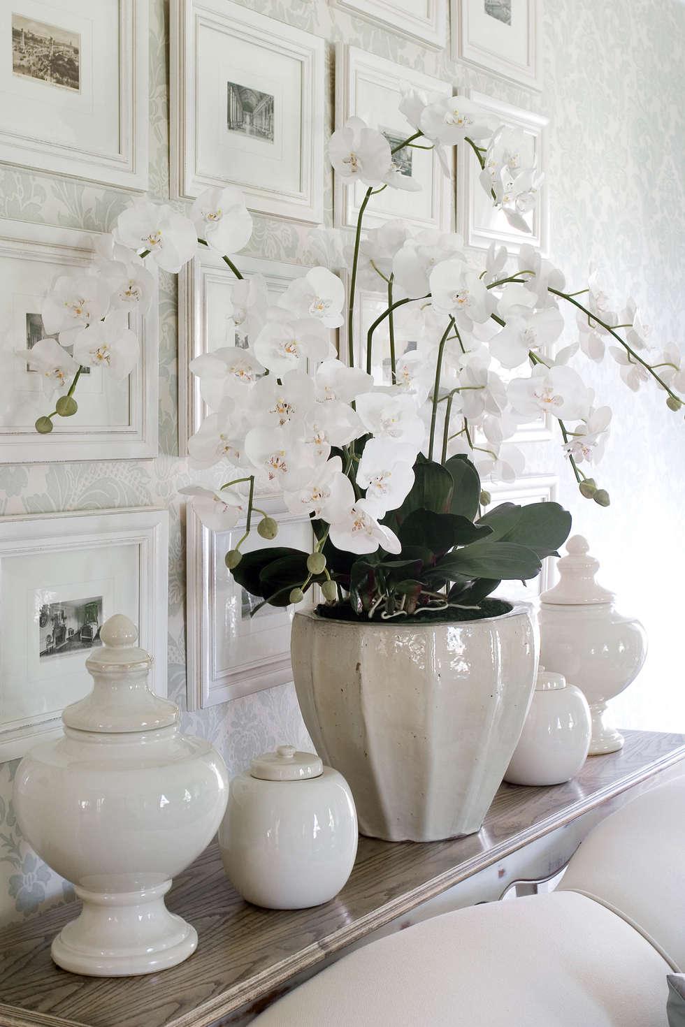 Ceramic accessories: classic Living room by Peter Thomas Interiors