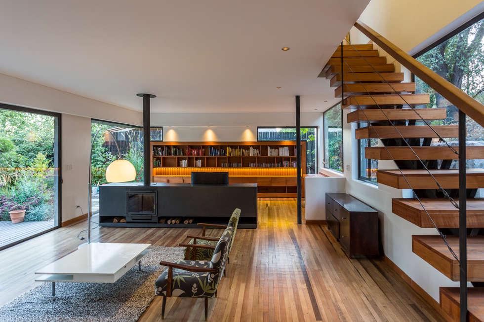 Casa Lo Curro: Livings de estilo minimalista por Nicolas Loi + Arquitectos Asociados