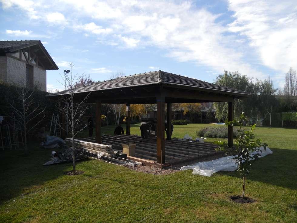 Construcción espacio: Jardines de estilo clásico por Hornero Arquitectura y Diseño