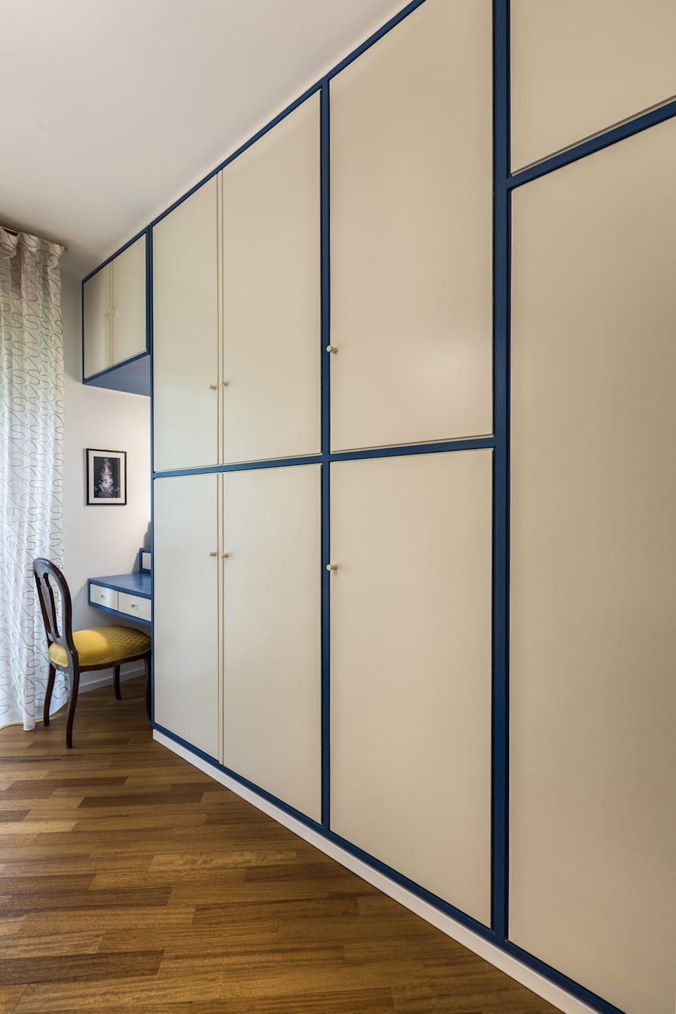 Ristrutturazione Appartamento Trieste: Camera da letto in stile in stile Classico di Elia Falaschi Photographer