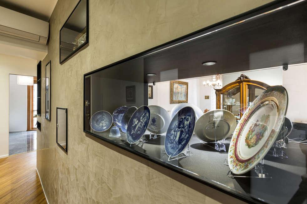 Ristrutturazione Appartamento Trieste: Ingresso & Corridoio in stile  di Elia Falaschi Photographer