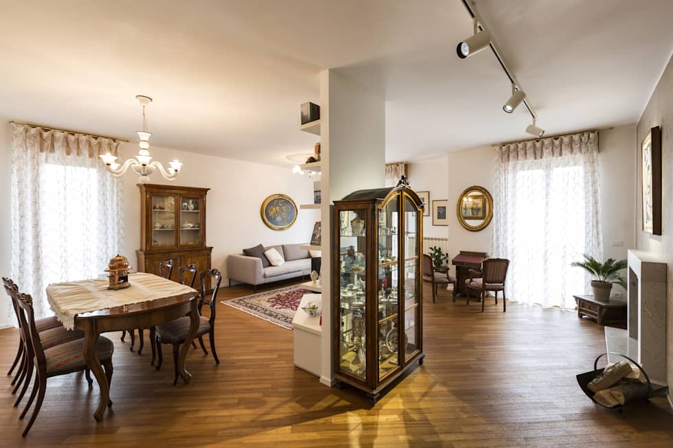 Ristrutturazione Appartamento Trieste: Soggiorno in stile in stile Classico di Elia Falaschi Photographer