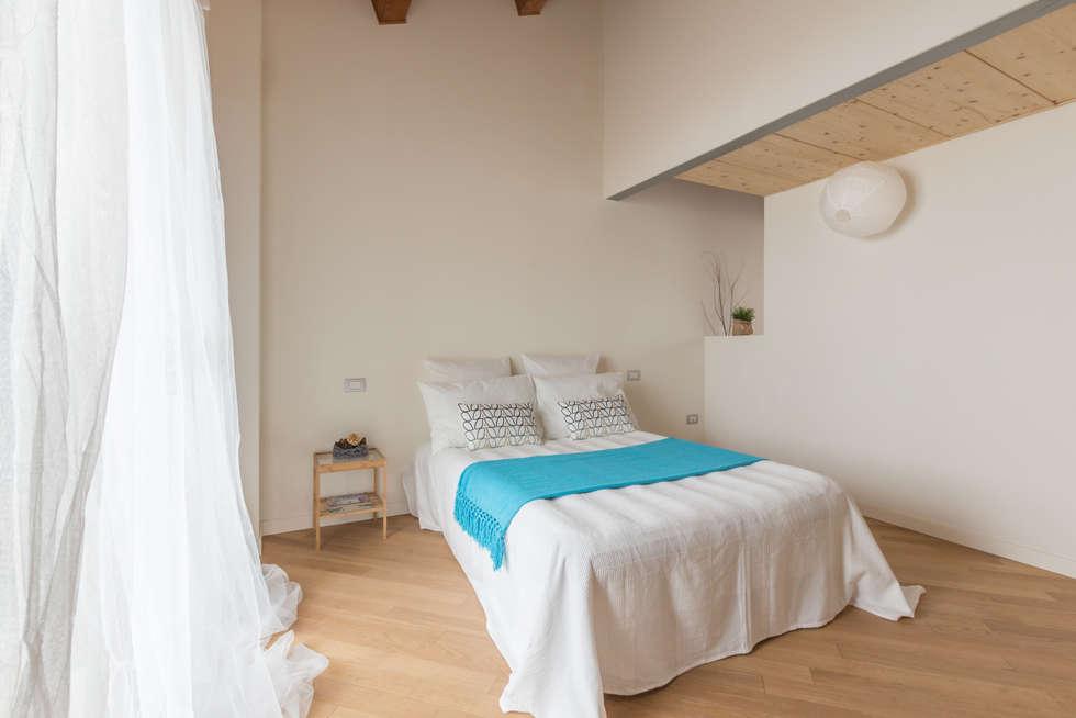 Le Rondini, Home Staging immobile vuoto: Camera da letto in stile in stile Minimalista di Anna Leone Architetto Home Stager