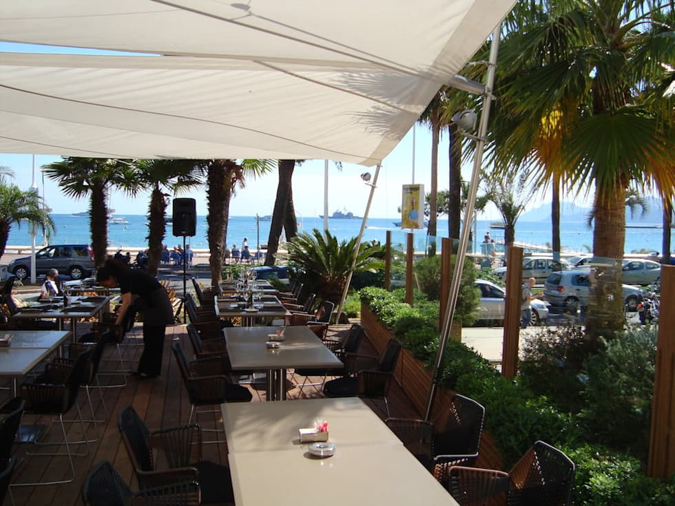 Hotel JW Mariott: Terrasse de style  par Artesun Gbr