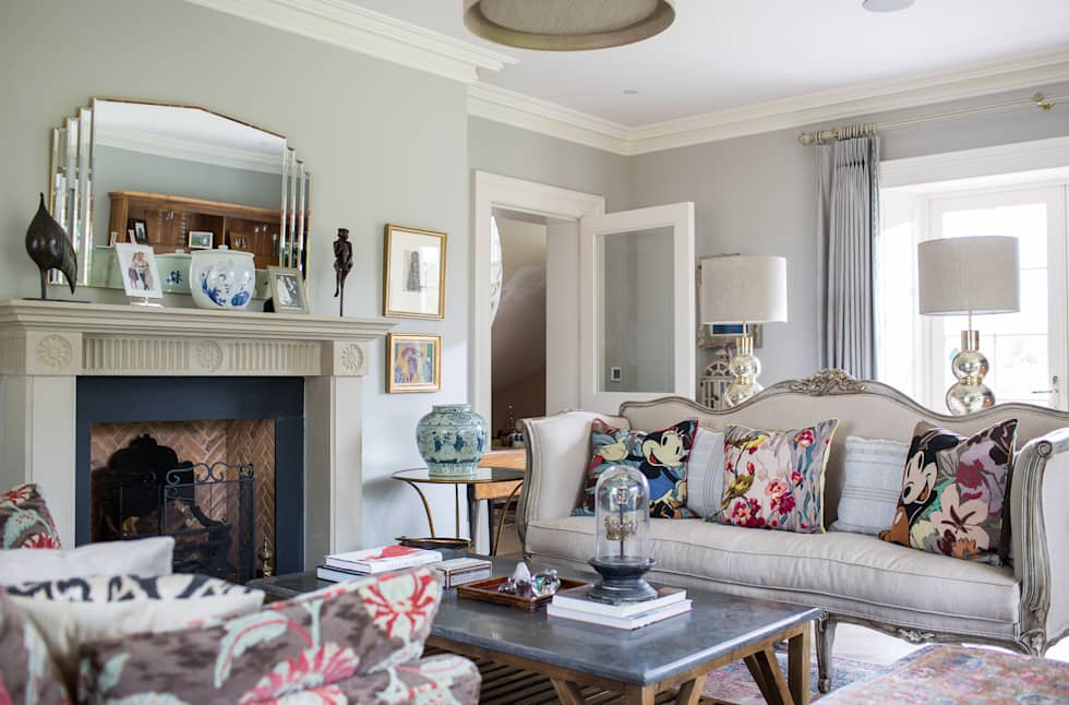 Country Manor Sitting Room  : classic Living room by Thompson Clarke
