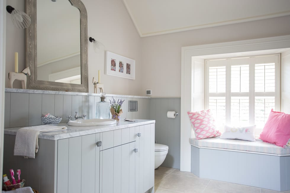 Country Manor Bathroom  : classic Bathroom by Thompson Clarke