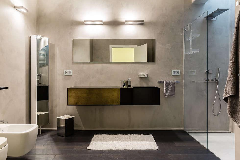 interni bagno: Bagno in stile in stile Moderno di VillaBio