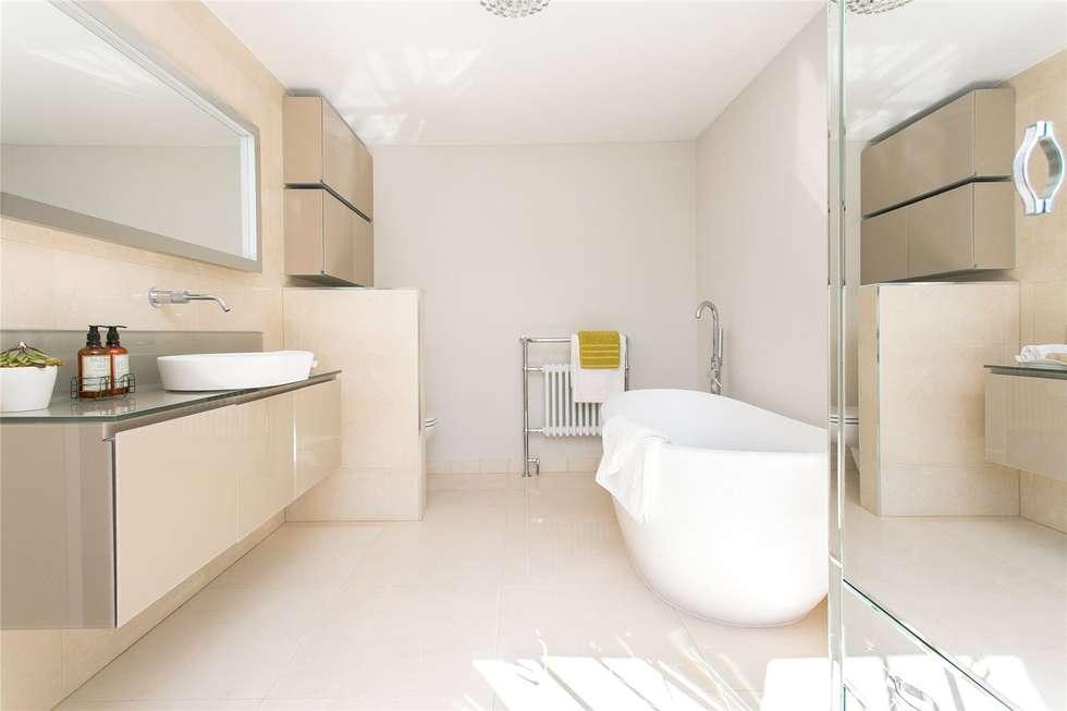 Lillieshall Road, London, SW4: modern Bathroom by APT Renovation Ltd