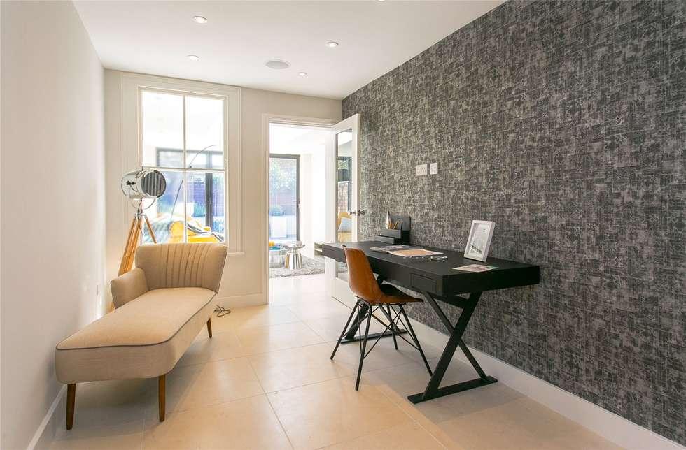 Lillieshall Road, London, SW4: modern Living room by APT Renovation Ltd