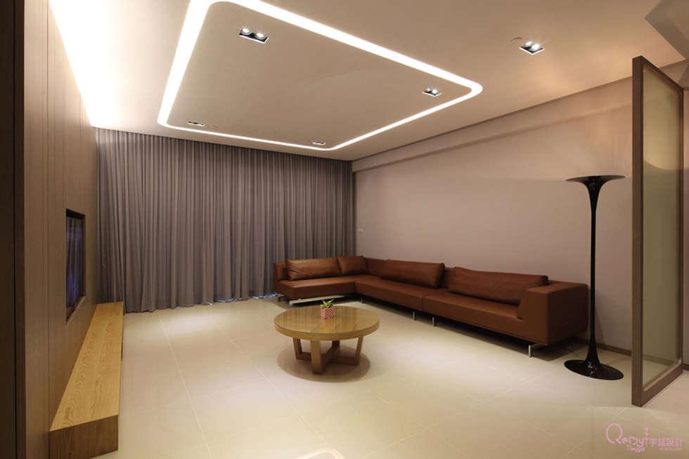 🍀:  客廳 by 宇喆室內裝修設計有限公司