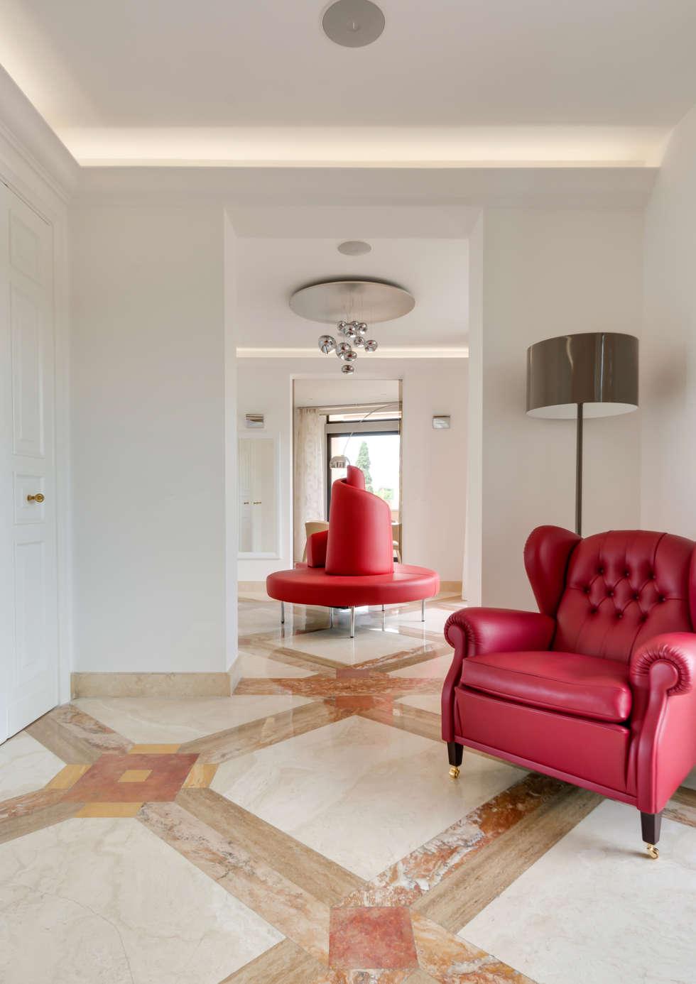 Il Tatlin.: Soggiorno in stile in stile Moderno di Gruppo Castaldi   Roma