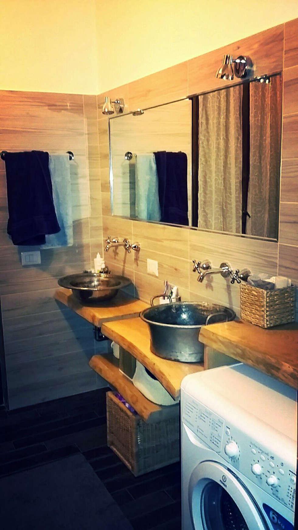 arredamento di un bagno: Bagno in stile in stile Rustico di Dilegno InLegno