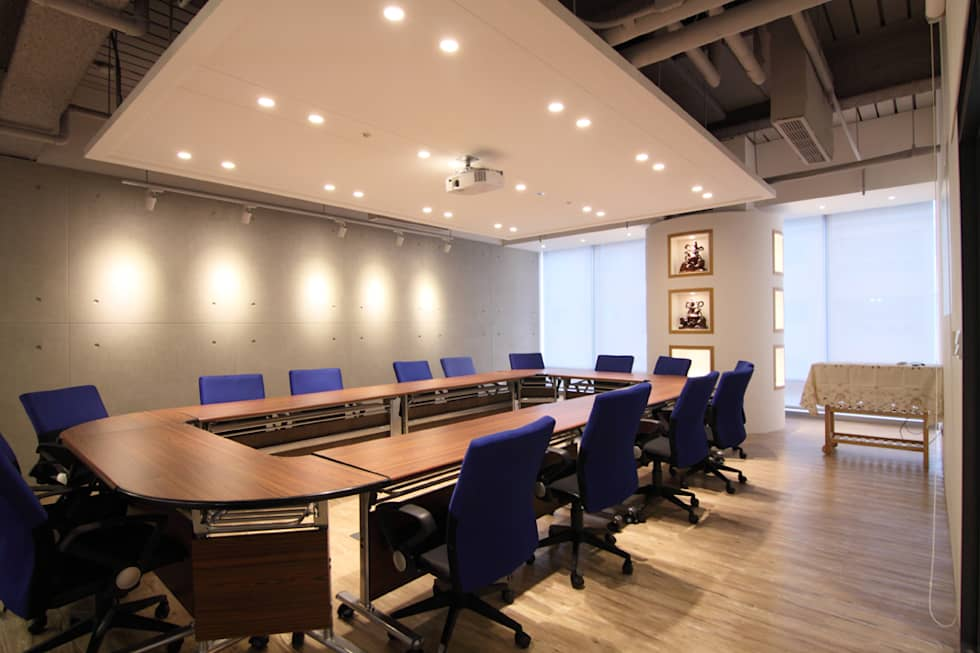 大會議室:  辦公室&店面 by Hi+Design/Interior.Architecture. 寰邑空間設計