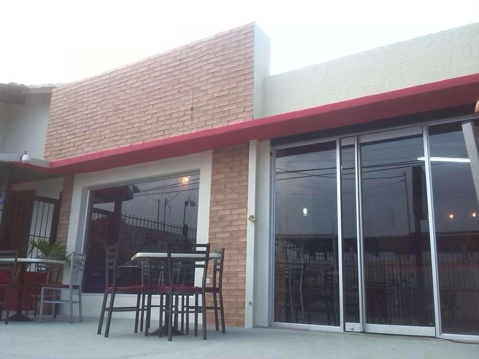 Ventanas y Puertas de Vidrio: Restaurantes de estilo  por Arq. Alberto Quero