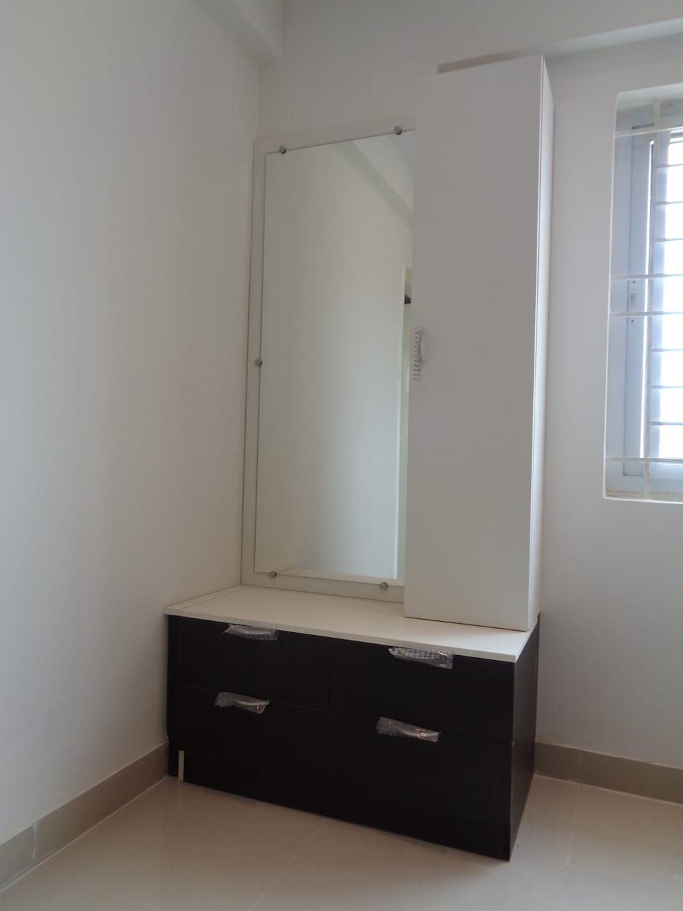 Modular Dressing Table Designs: Asian Dressing Room By Scale Inch Pvt. Ltd.