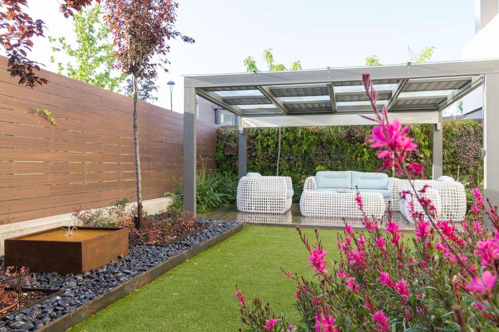 Jardines de estilo moderno por teresa jara estudio de for Cobertizo de jardin moderno barato