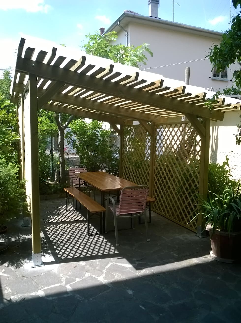 Coppi traslucidi trasparenti su pergola in giardino: Giardino in stile In stile Country di ONLYWOOD