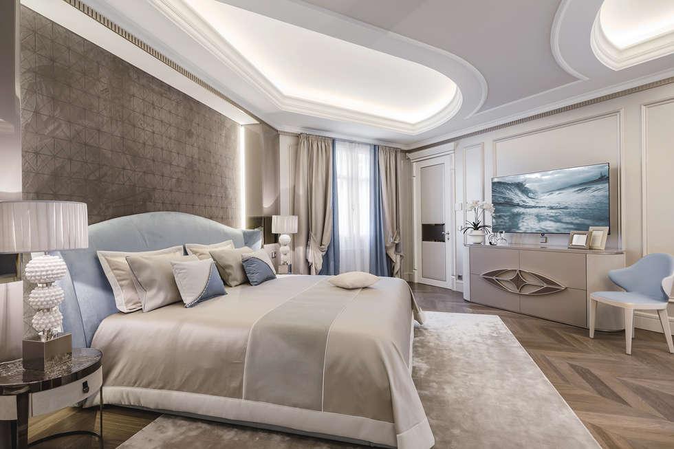 Delicate combination of materials in the interior of apartment on Cote d'Azur.: Camera da letto in stile in stile Eclettico di NG-STUDIO Interior Design
