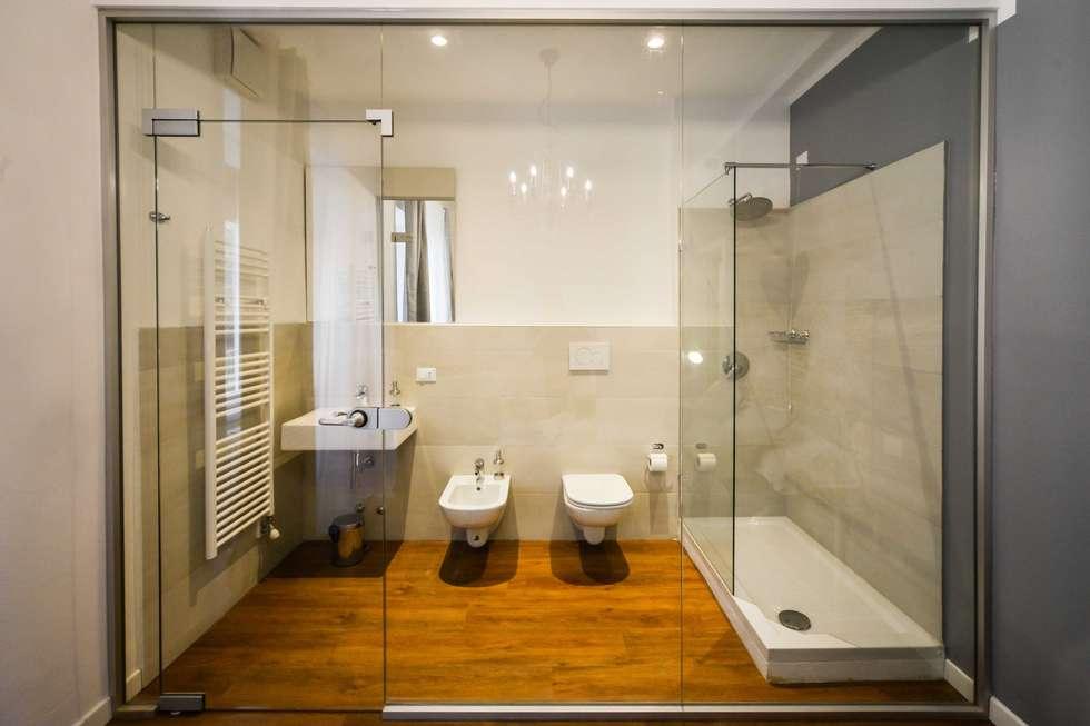Vista frontale: Bagno in stile in stile Moderno di PADIGLIONE B