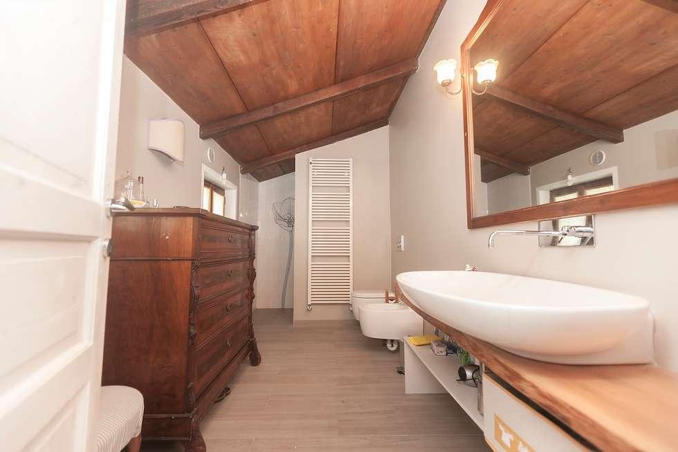 Casa di campagna bagno in stile in stile rustico di cambio stanza di mara bernardi homify - Bagno rustico foto ...