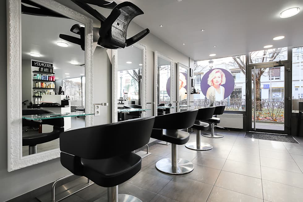 SALON HAIR CUT: Locaux commerciaux & Magasins de style  par AUDE SWEET HOME