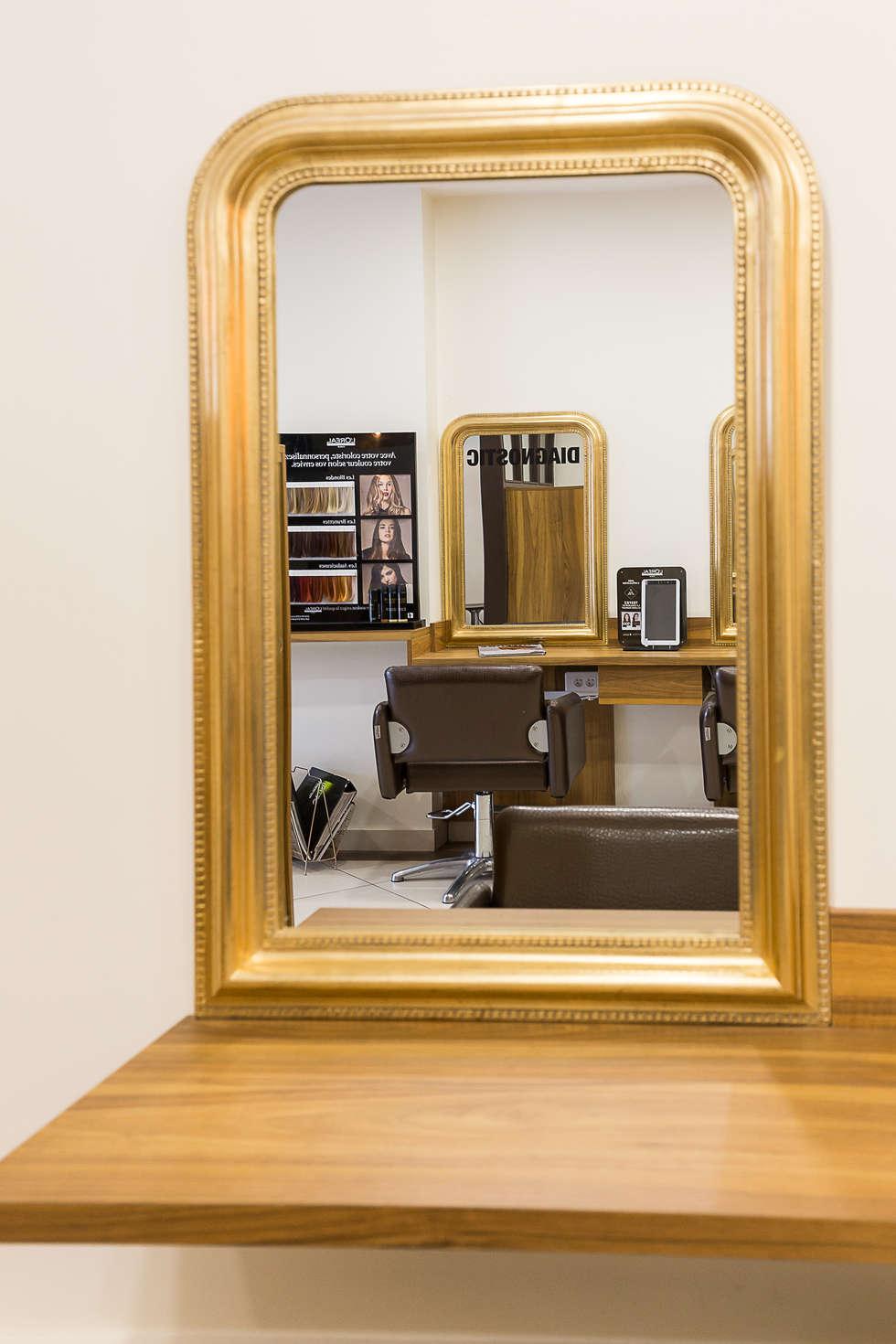 SALON PLACE 26: Locaux commerciaux & Magasins de style  par AUDE SWEET HOME