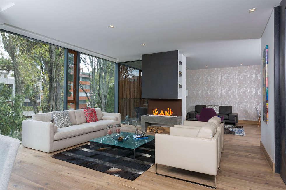 Apartamento norte de bogota salas de estilo moderno por for Como decorar un apartamento moderno