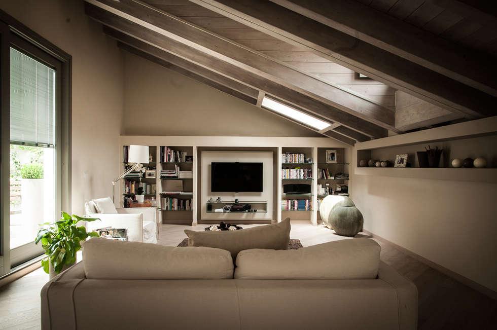 Soggiorno - Lounge: Soggiorno in stile in stile Moderno di Orsini Architects