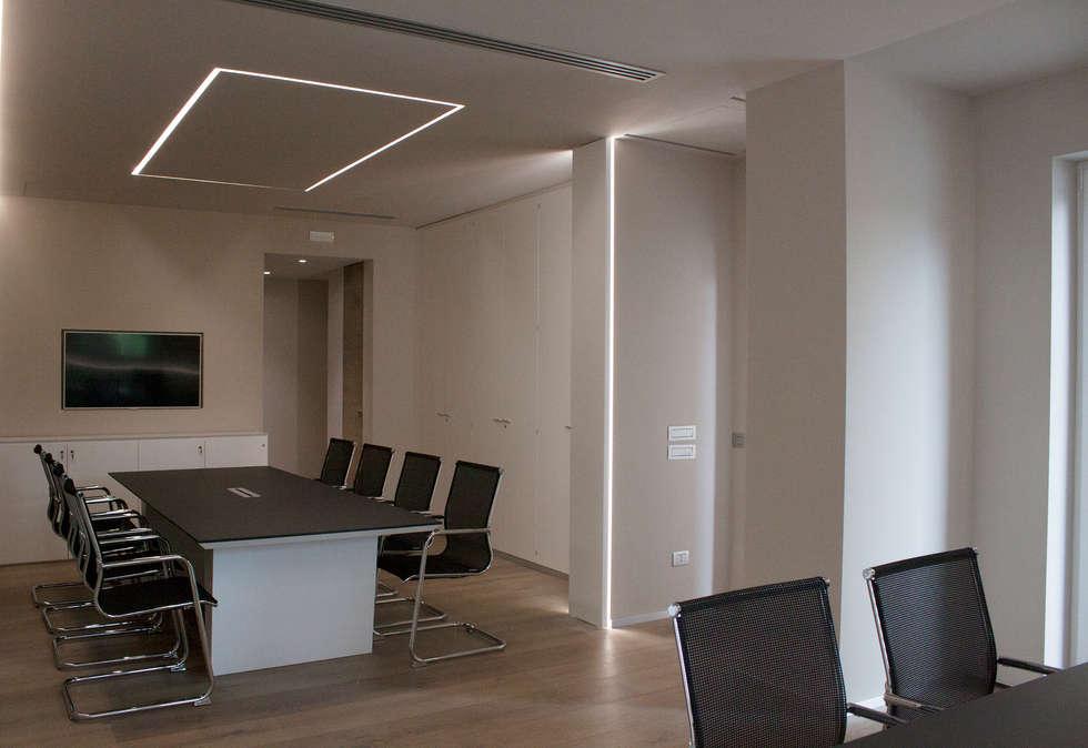 tavolo riunioni: Studio in stile in stile Minimalista di Giemmecontract srl.