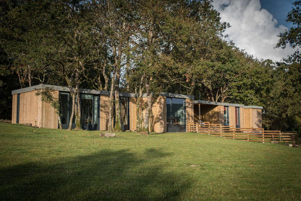 Casa modular Isabel & César: Casas de estilo minimalista de ADDOMO