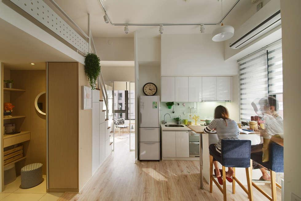 開放式廚餐廳 kitchen:  餐廳 by 一葉藍朵設計家飾所 A Lentil Design