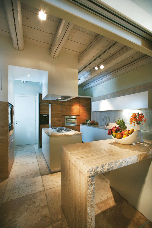 Cucina : Cucina in stile in stile Rustico di Daniele Franzoni Interior Designer - Architetto d'Interni
