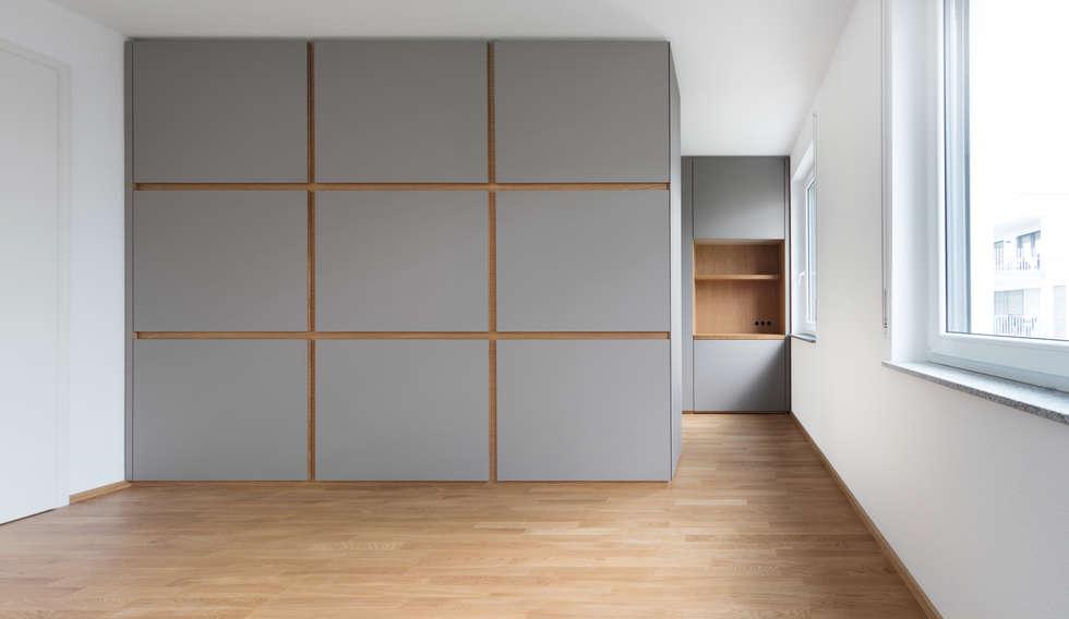Begehbare Ankleide Mit Integriertem Arbeitsplatz: Moderne Ankleidezimmer  Von Hildinger Und Koch