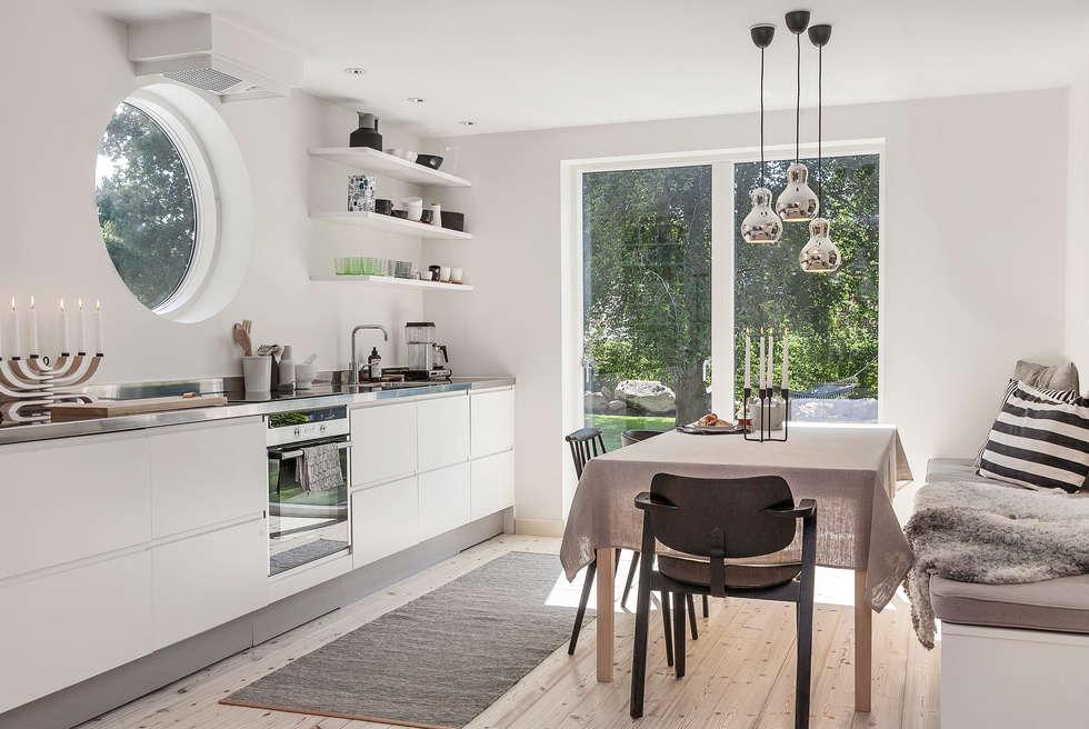 Ferienhaus in schweden: skandinavische küche von bohemian nordic ...