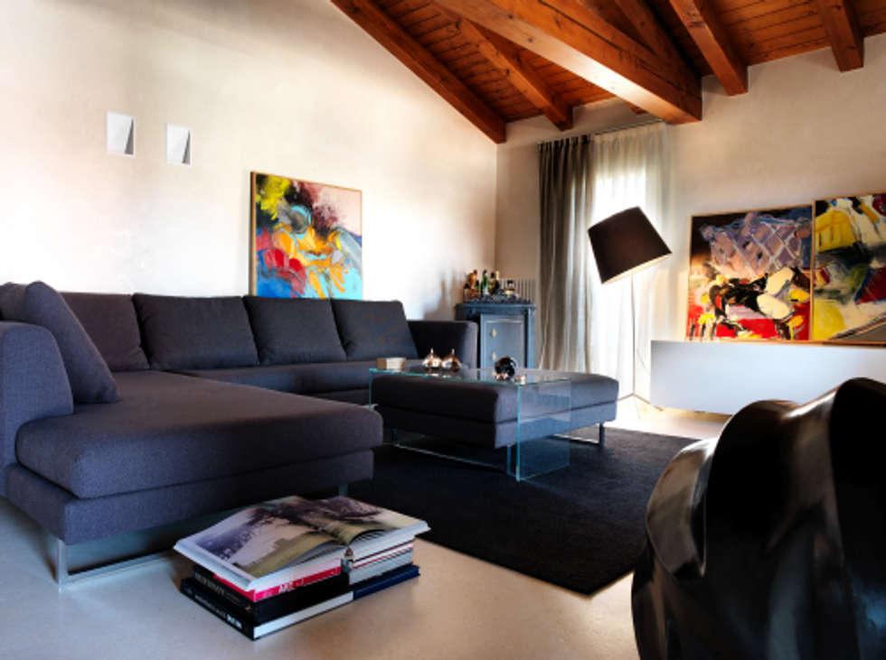 Soggiorno : Soggiorno in stile in stile Moderno di Daniele Franzoni Interior Designer - Architetto d'Interni