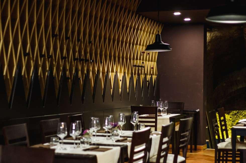 """Ristorante """"Particolare di Siena"""" - Studio Bennardi: Sala da pranzo in stile in stile Moderno di Studio Bennardi - Architettura & Design"""