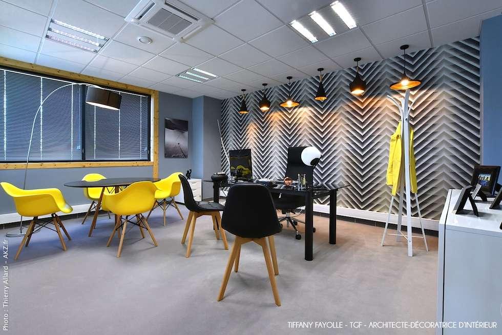 Agencement d'un bureau de direction esprit Start-Up près de Lyon par Tiffany Fayolle, architecte d'intérieur et décoratrice: Bureaux de style  par Tiffany FAYOLLE